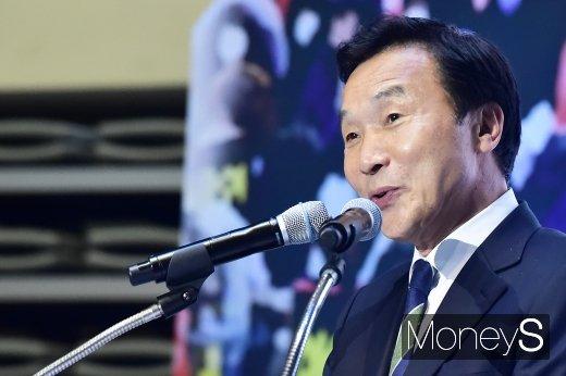 [머니S포토] 2019 사회복지정책대회 축사하는 손학규 대표