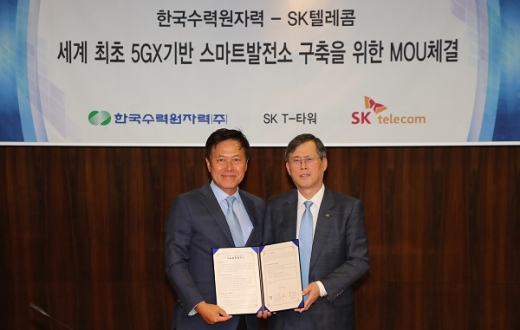(왼쪽)정재훈 한수원 사장, 박정호 SK텔레콤 사장./사진=한국수력원자력