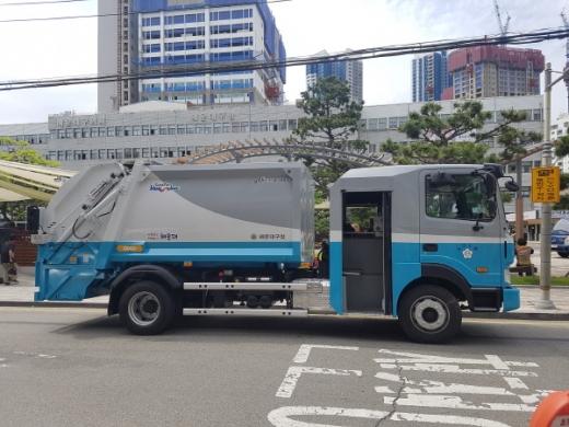 해운대구가 부산시 최초로 도입한 한국형 청소차./사진제공=해운대구