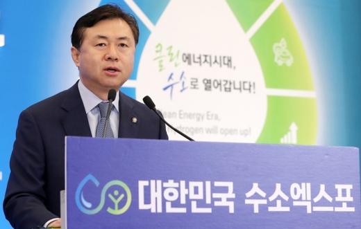 김영춘 국회수소경제포럼 대표의원(더불어민주당)이 축사를 하고 있다. /사진=머니투데이