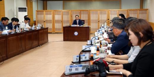 20일 해남군청에서 민선 7기 출범 1주년 기자회견이 열리고 있다./사진제공=해남군