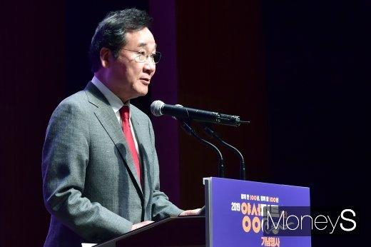 [머니S포토] 양성평등주간 기념식, 축사 전하는 이낙연 총리