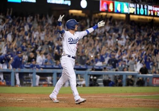 4일(한국시간), 미국 캘리포니아주 로스앤젤레스 다저스타디움에서 열린 2019 미국메이저리그(MLB) 애리조나 다이아몬드백스전에서 10회말 끝내기 홈런을 때려낸 LA 다저스의 타자 코디 벨린저. /사진=로이터