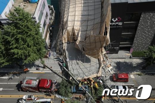 서울 잠원동 신사역 건물 붕괴사고… 여성 1명 사망 (속보)