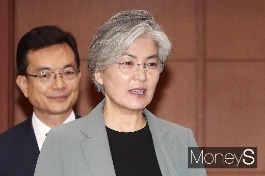 [머니S포토] 제1차 외교전략조정회의 참석한 강경화 장관