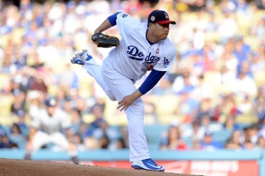 5일(한국시간) 미국 캘리포니아주 로스앤젤레스 다저 스타디움에서 열린 2019 미국메이저리그(MLB) 샌디에이고전에서 6이닝 무실점 호투로 시즌 10승을 달성한 LA 다저스의 투수 류현진. /사진=로이터