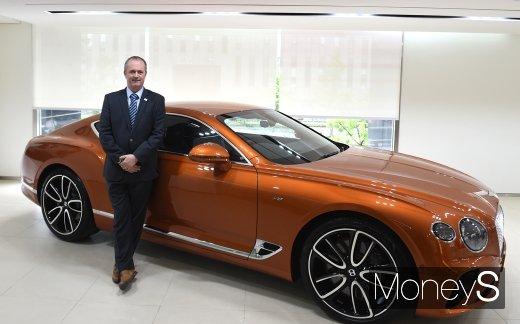 [머니S포토] 컨티넨탈 GT V8 선보이는 워렌 클락