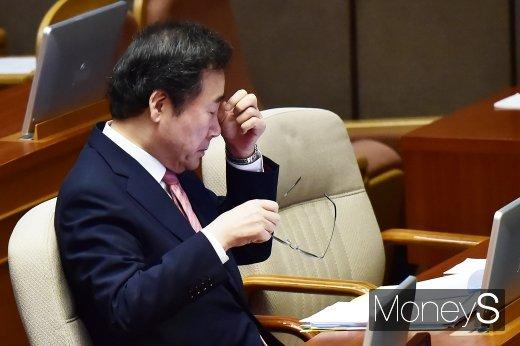 [머니S포토] 경제분야 대정부 질문에 출석한 이낙연 총리