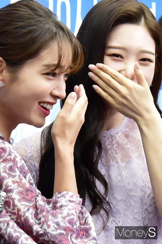 [머니S포토] 웃음꽃 만발 이민정-정채연, 두미녀의 미소
