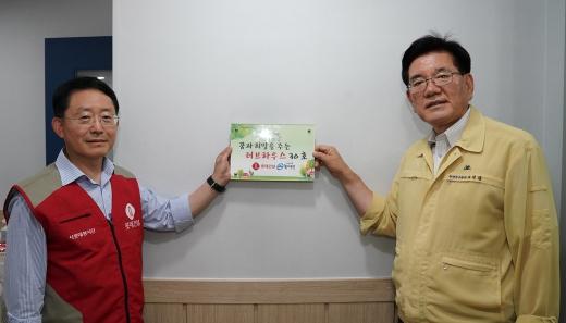 하석주(왼쪽) 롯데건설 대표이사와 유덕열 동대문구청장. /사진=롯데건설