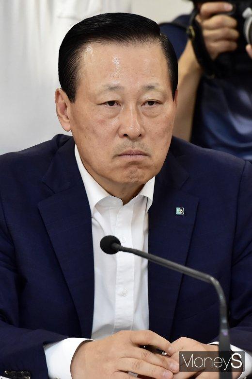[머니S포토] 동산금융 활성화 간담회 찾은 김도진 행장
