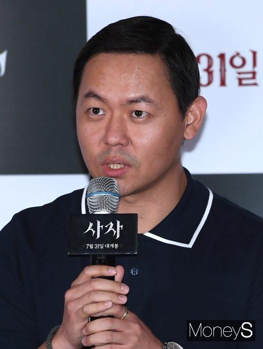 [머니S포토] 인사말하는 김주환 감독