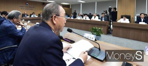 [머니S포토] 제3차 국가기후환경회의 주재하는 반기문 위원장
