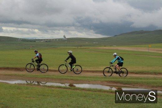 몽골 자전거여행, 대초원 달리는 '두 바퀴'