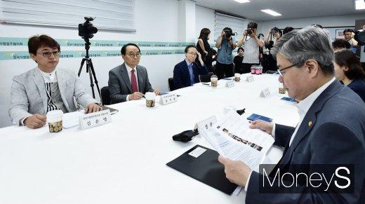 [머니S포토] 간담회 주재하는 이재갑 고용노동부 장관