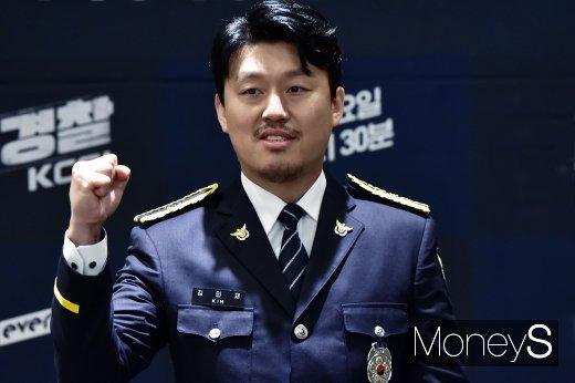 [머니S포토] 김민재, 수염하나에 달라진 느낌