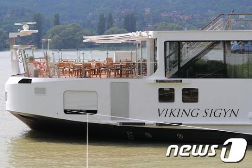 다뉴브강 유람선 사고를 낸 크루즈선 '바이킹시긴호'가 지난 6월10일 오후(현지시간) 헝가리 북부지역 비셰그라드에 정박해 있다.