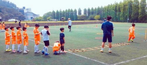 호남대 인조잔디구장에서 초등학생들이 축구 훈련을 하고있다./사진제공=광주광역시 차이나센터