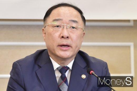 """[머니S포토] 홍남기 """"글로벌 밸류체인 약화 가져올 것"""""""