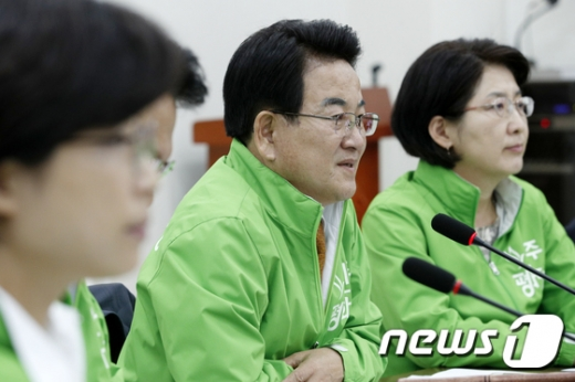 정동영 민주평화당 대표가 31일 오전 서울 여의도 국회에서 열린 최고위원·시도당위원장 연석회의에서 모두발언을 하고 있다.