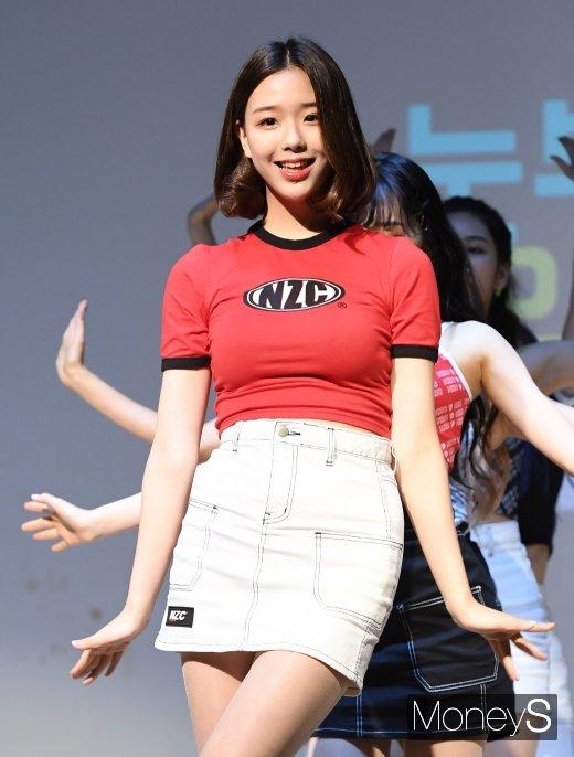 [머니S포토] 버스터즈 채연 '하니 초통령의 깜찍 댄스'