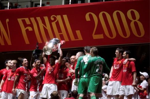 2007-2008시즌 UEFA 챔피언스리그 결승전에서 첼시를 상대로 승부차기 끝에 승리한 후 '빅이어'를 들어 올렸던 맨체스터 유나이티드. /사진=로이터
