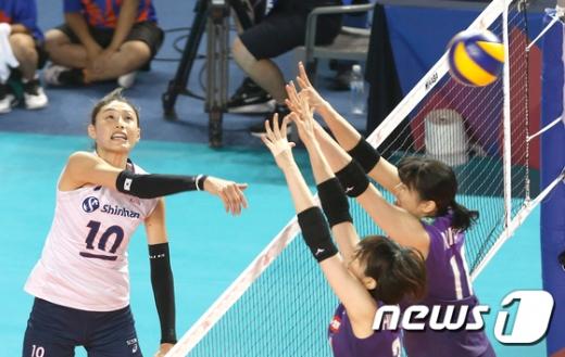 한국 여자 배구 국가대표팀 김연경(왼쪽). /사진=뉴스1