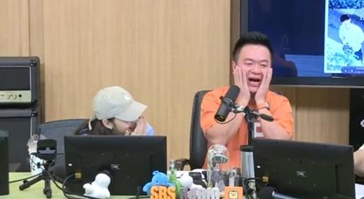 배우 김고은(왼쪽)과 DJ 김태균. /사진=SBS 파워FM '두시탈출 컬투쇼' 보이는라디오 캡처