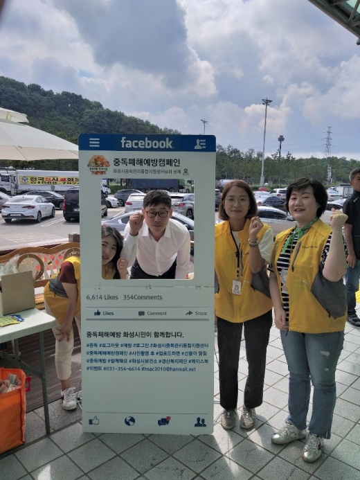 16일 화성휴게소에서 진행된 휴가철 음주운전 예방 캠페인에 많은 휴가객들이 참여하고 있다. / 이하 사진제공=화성시