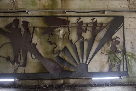 터널 벽에 공사 당시를 재현한 장식. /사진=한국관광공사