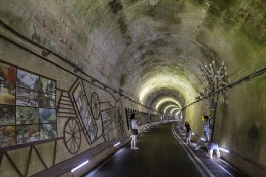 다양한 볼거리가 있는 향가터널. /사진=한국관광공사