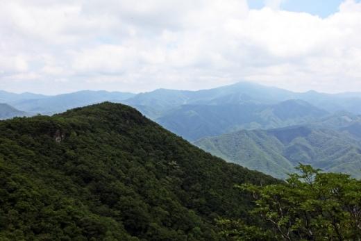무주 남쪽을 지키는 적상산. 오른쪽으로 첩첩 산이 펼쳐진다. /사진=한국관광공사