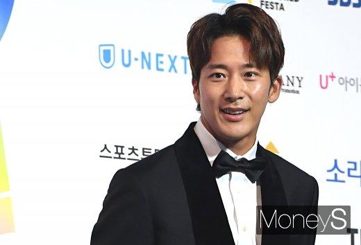 [머니S포토] 이완 '가수중에 비를 가장 좋아해요~'(2019 SOBA)
