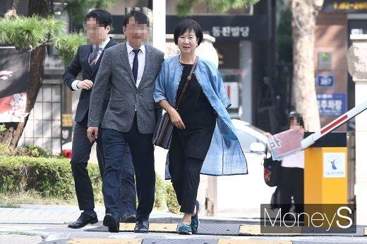[머니S포토] 목포 투기 의혹 관련 첫 공판 출석한 손혜원 의원