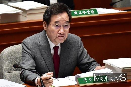 [머니S포토] 국회 예결위 출석힌 이낙연 총리