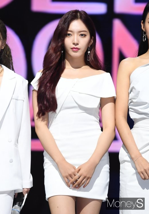 [머니S포토] AOA 찬미 '더 예뻐진 막내'
