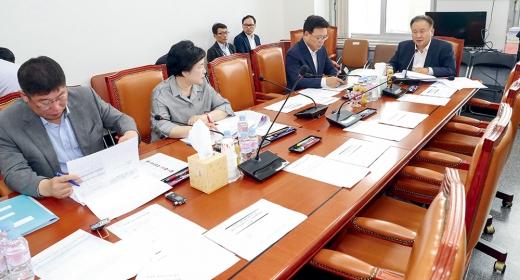 자유한국당 의원들이 불참한 예결심사 소위. /사진=뉴시스 DB