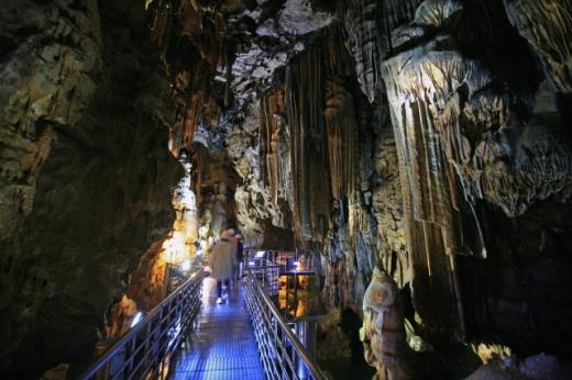 2억 5000만년의 신비를 품은 성류굴. /사진=한국관광공사