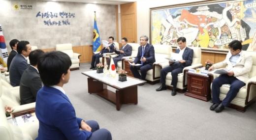 송한준 경기도의회 의장(오른쪽 3번째). / 사진제공=경기도의회