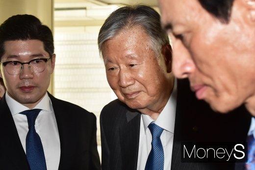 [머니S포토] 이중근 부영 회장, 4300억원대 배임·횡령 항소심 첫 공판 출석