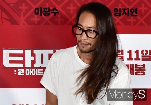 [머니S포토] 자유인 모습 뭍어나는 배우 류승범