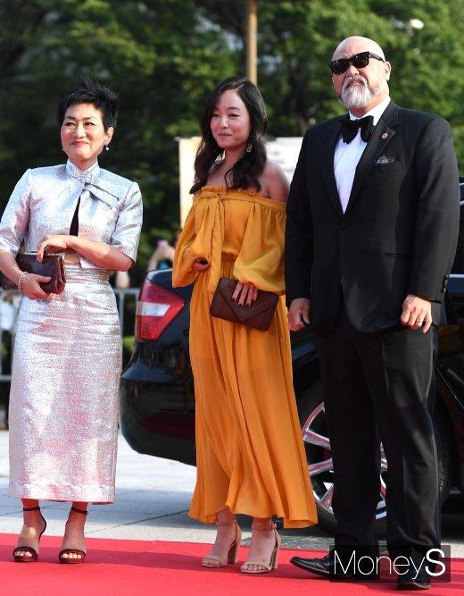 [머니S포토] 서울드라마어워즈 2019에 뜬 '김씨네 편의점' 주역들