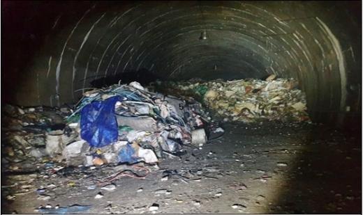봉담읍 왕림리 산51-8 폐터널 내 방치된 불법폐기물. / 사진제공=화성시