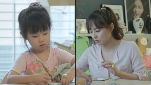 방송인 유진(오른쪽)과 딸 로희. /사진=MBC 제공
