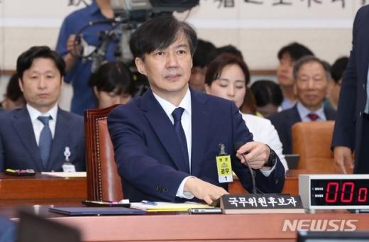"""조국 """"딸 우간다 봉사는 국내에서 지원한 것"""" (속보)"""