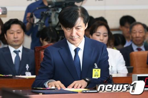 6일 오전 국회 법제사법위원회에서 열린 인사청문회에 참석한 조국 법무부장관 후보자. /사진=뉴스1