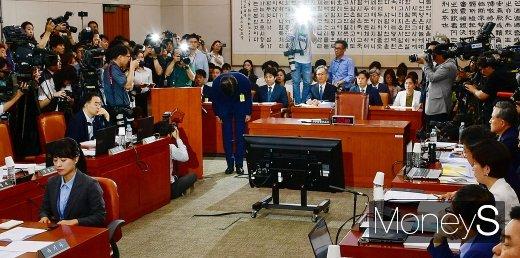 [머니S포토] 법무부 장관 후보자 인사청문회, 국민앞에 고개 숙인 조국