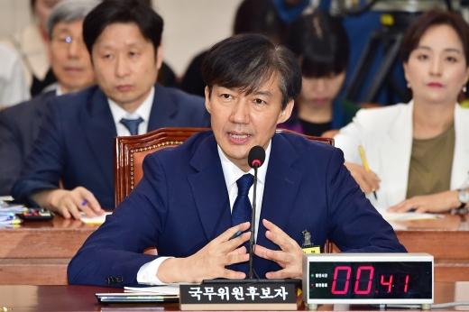 """김진태 """"조국 가족만 참여한 펀드가 투자한 기업 매출 급등""""(속보)"""