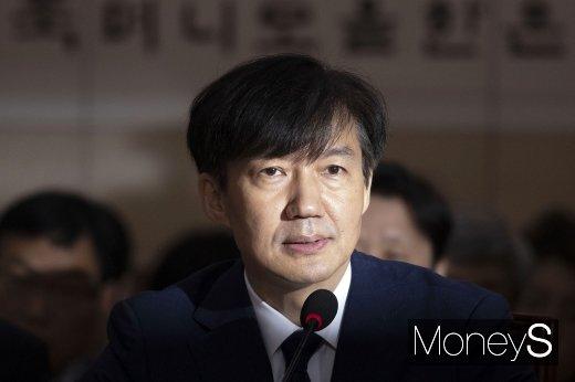 """조국 """"표창장 공개, 정치적 공방 상황서 딸 방어권 문제"""" (속보)"""