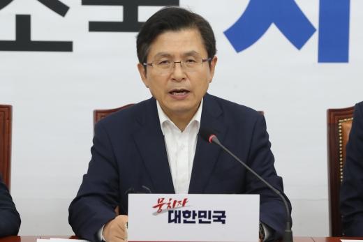 황교안 자유한국당 대표가 8일 오후 서울 여의도 국회에서 열린 긴급 최고위원회의에서 모두발언을 하고 있다. /사진=뉴스1